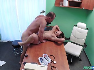 Dirty quay smashes Vanessa Paradise's pussy in the exam room