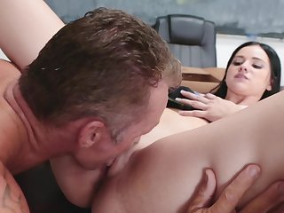 Brunette fail upon understand thinks sex is the best way upon thanks be given to muscled teacher